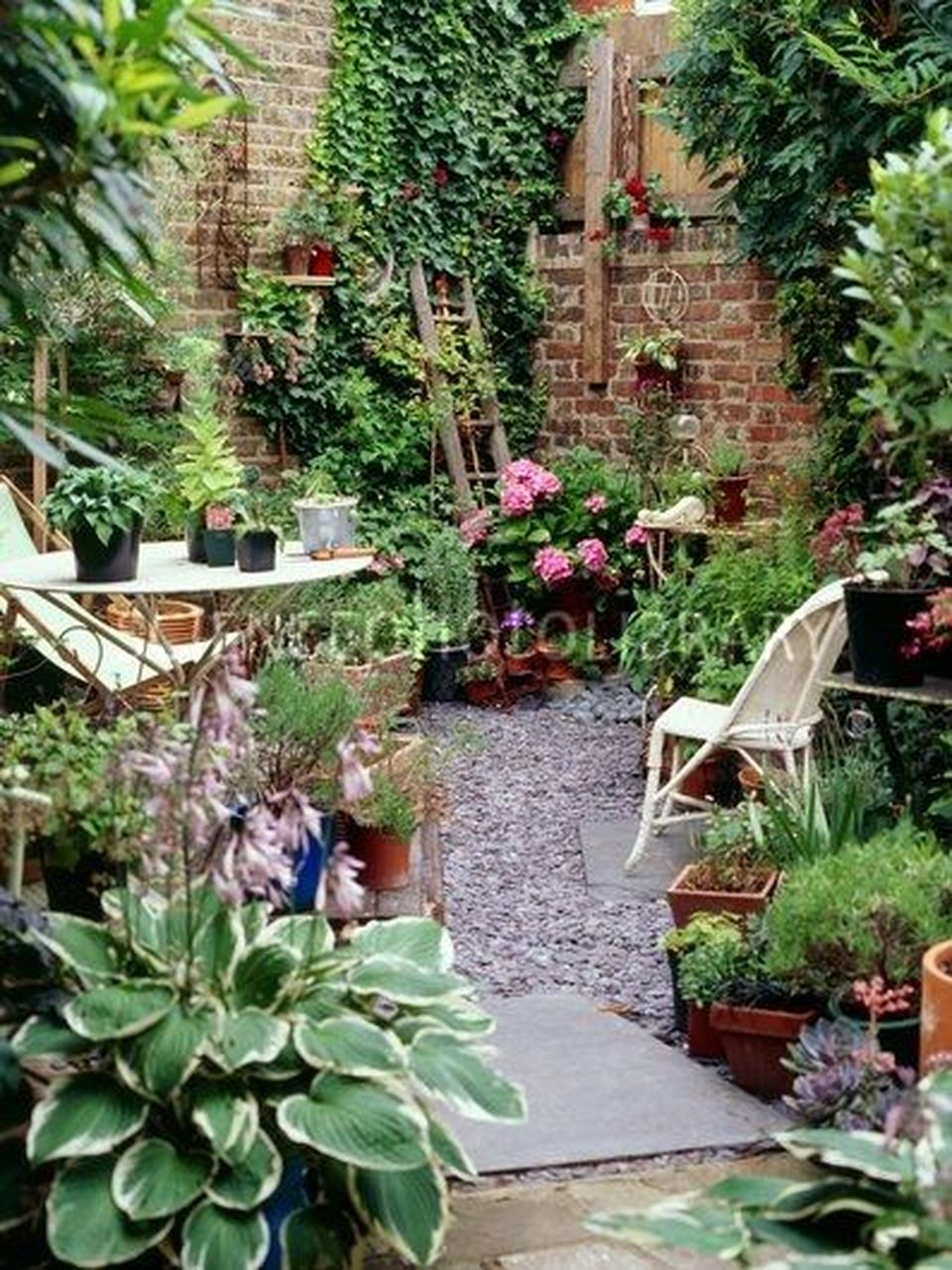 Small Courtyard Garden With Seating Area Design And Layout 38