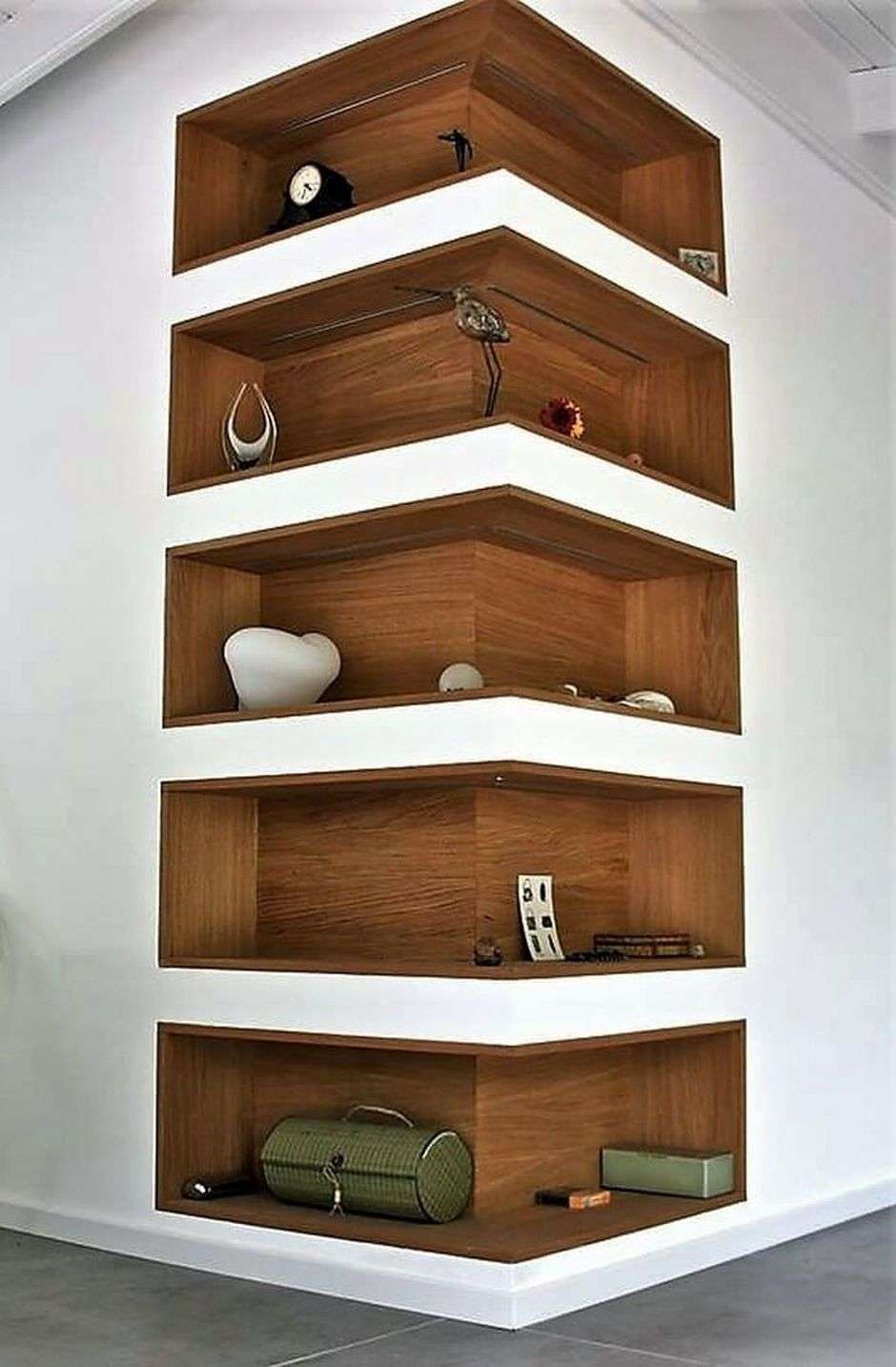 Corner Showcase Designs For Living Room: Corner Wall Shelves Design Ideas For Living Room 17